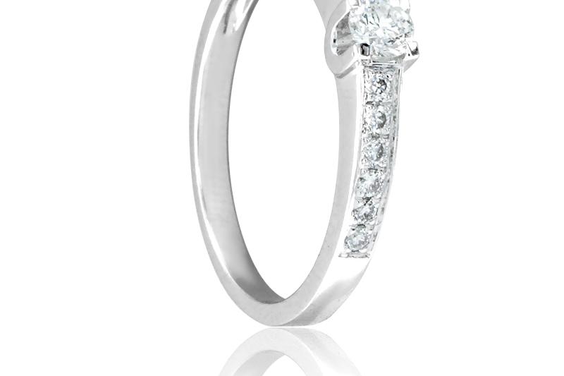 anillo-alianza-de-compromiso-diamante-solitario-oro-blanco-y-pave-de-siamantes
