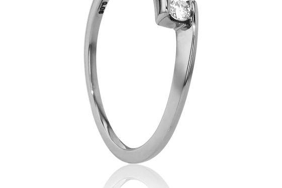 anillo-compromiso-oro-blanco-diamante-18k-engastado-talla-brillante-solitario